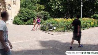 คลิปxxx สองวัยรุ่นสาวหุ่นอวบนมใหญ่โดนหนนุ่มหล่อกระเป๋าหนักหิ้วมาเย็ด