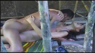 หนังโป๊ไทยxxx พาสาวมาเย็ดหีในกระท่อมจัดหนักลีลาเย็ดหีเสียวๆเย็ดสดแตกใน