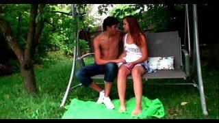 คู่รักวัยรุ่นแอบมาเล่น เสียวกันในสวนสาธารณะกลางวันแสกๆจับแก้ผ้า ดูดนม เลียหี